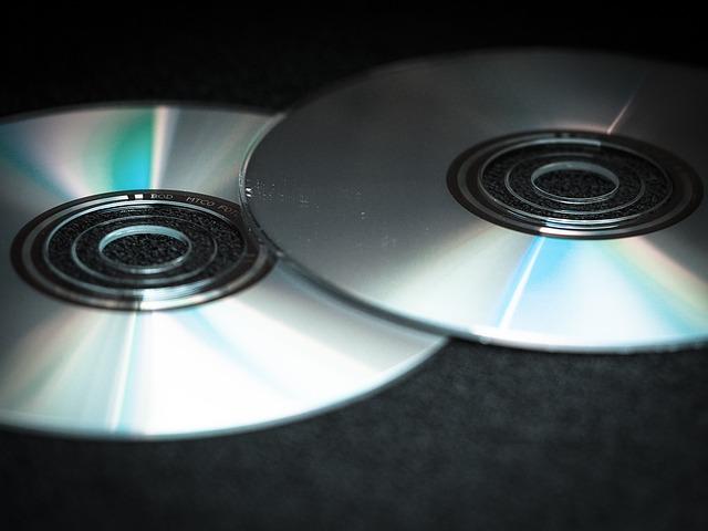 Anos 90: lançamento do DVD e expansão do empreendedorismo no Brasil